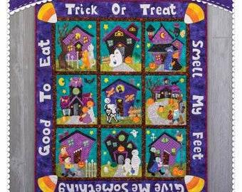 Trick or Treat Smell My Feet / Halloween Quilt Pattern / Haunted Houses / Neighborhood / Buildings / Shabby Fabrics