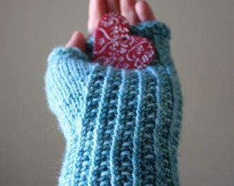 Knitting Pattern / Fingerless Mittens Mitts / Twisted Rib / Belgique