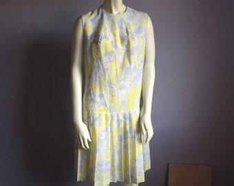stunning knife pleat dropped waist sleeveless vintage 60s mod style floral print 1960s O neck formal Sunday best womens dress medium M large