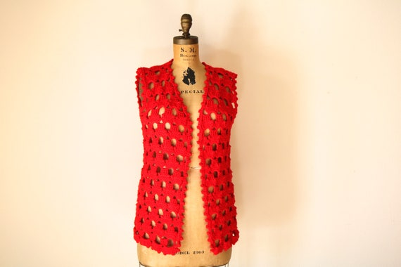 Crocheted Vest | 70s cut out lace sleeveless cover all hippie disco retro cherry red womens tank small S medium M knit