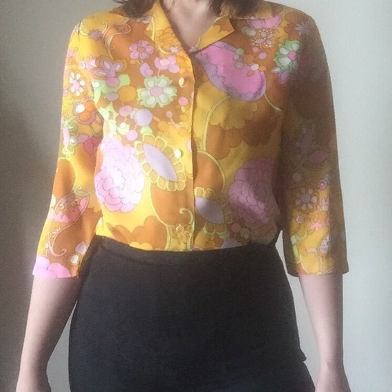 super retro 60s MOD vintage 3/4 sleeve lapel & collar button up professional psychedelic floral print womens shirt top blouse medium M large