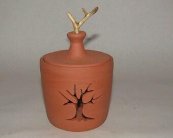 Garlic Keeper; garlic storage; garlic pot; terra cotta pot; meal preparation;kitchen storage