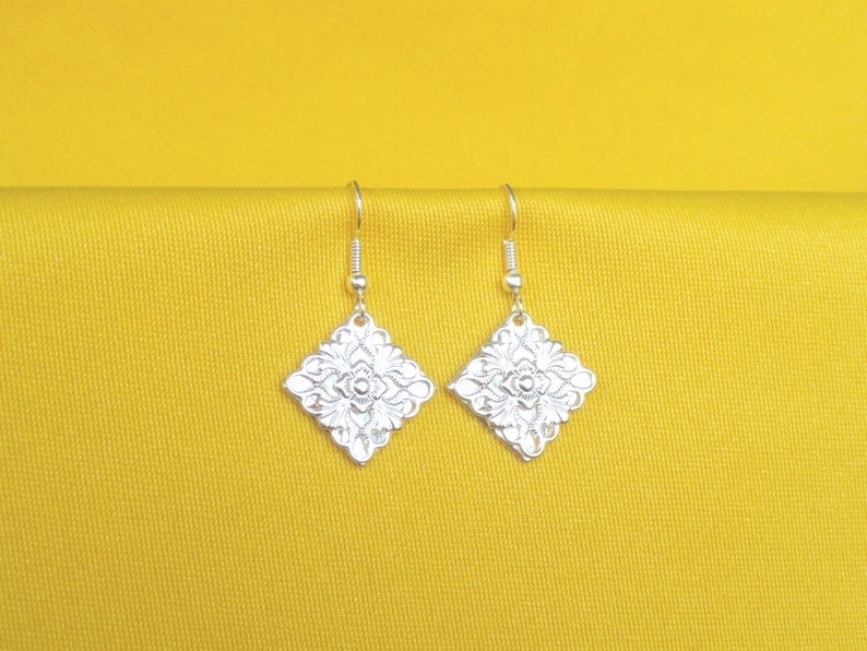 Surprise earrings in bright silver on silver Style 258S image 0