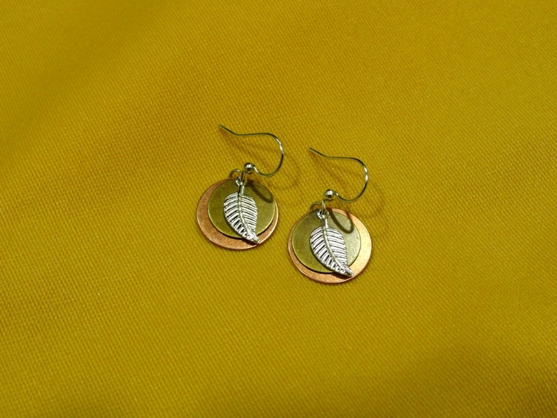 Blowing in the wind tri color earrings Style 452 image 0