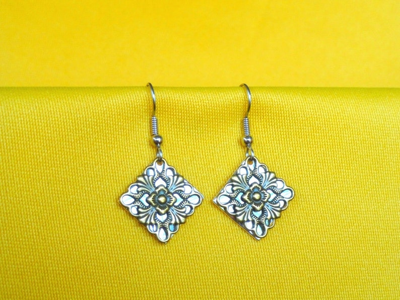 Surprise earrings in antique gold on silver Style 345A image 0