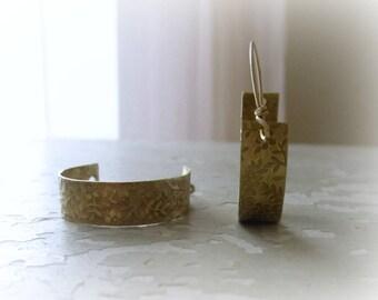Flower Brass Hoops, Gold Hoop Earrings, Metalwork Jewelry, Brass Jewelry, Hoop Earrings Brass, Natural Brass Earrings, Flower Pattern