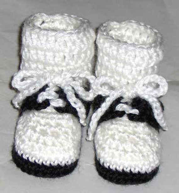 HANDMADE CROCHET BABY SHOES BOOTS WOOL BLACK RED WHITE