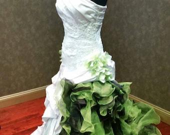 e3018d24db1 Stunning White and Green Wedding Dress Irish Bridal Gown Celtic
