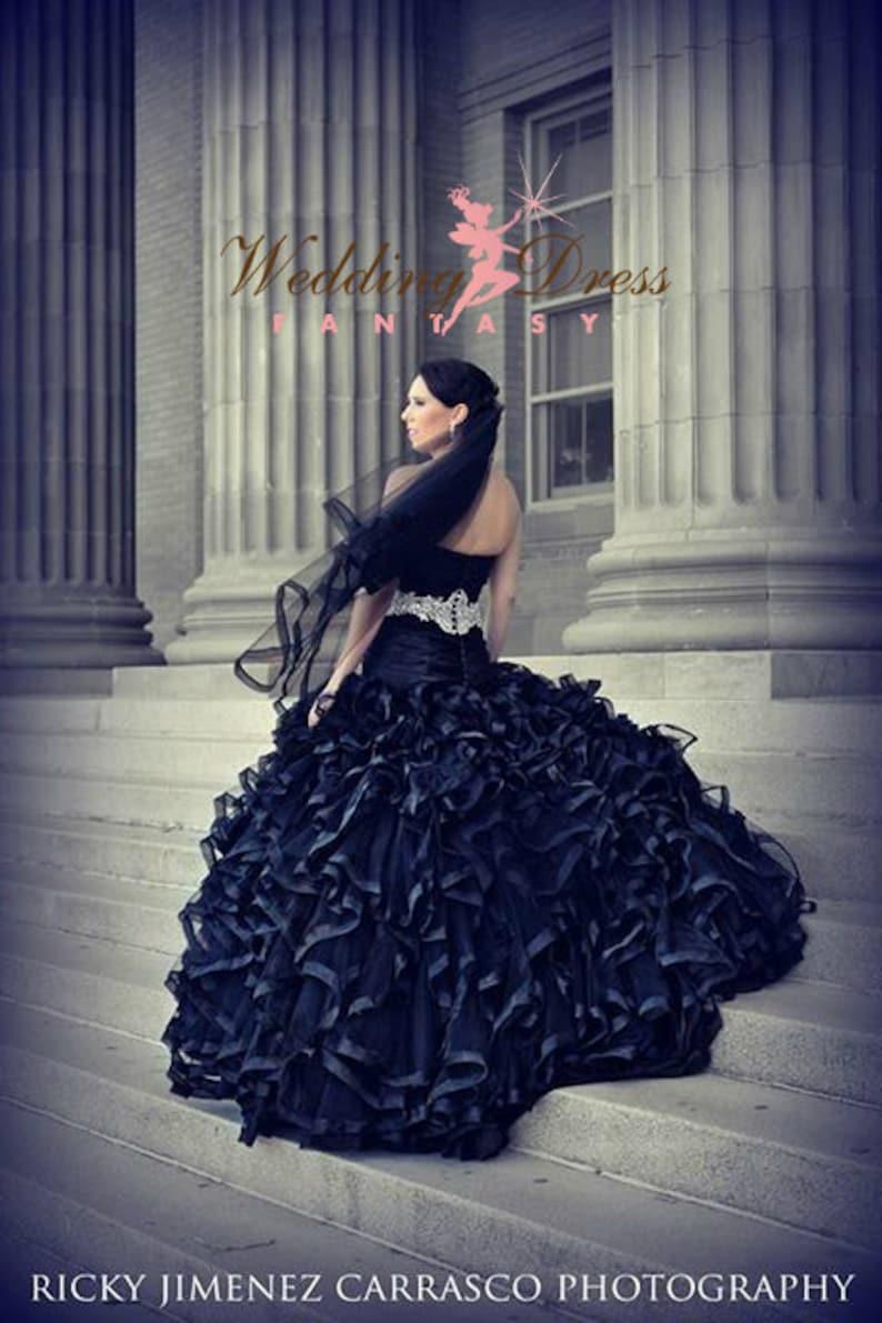 54ecedc7ac1f Abito da sposa nero con splendida Ruffles gotico Bridal Gown