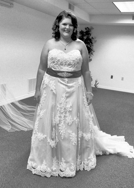 Plus Size Lace Wedding Dress, Plus Size Bridal Gown, Plus Sized Wedding  Gown, Plus Size Sweetheart Neckline Wedding Dress