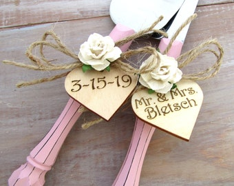 Rustic Chic Wedding Cake Server Knife Set Dusty Pink with Ivory Flower Personalized Wood Hearts Cake Cutter Bridal Shower Gift Wedding Gift