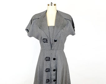 1950s Gray Black Striped Taffeta Fit and Flare Cocktail Party Dress Retro 50s Wide Collar Short Sleeves A-line Vintage / Small Medium 6/8