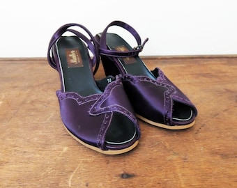 0ac503a1f97 1940s Purple Satin Ankle Strap Peep Toe Wedges   Rockabilly Shoes   Pin Up  Shoes   1940 Peep Toe   1940 Wedges   Vintage Peep Toe   Size 7
