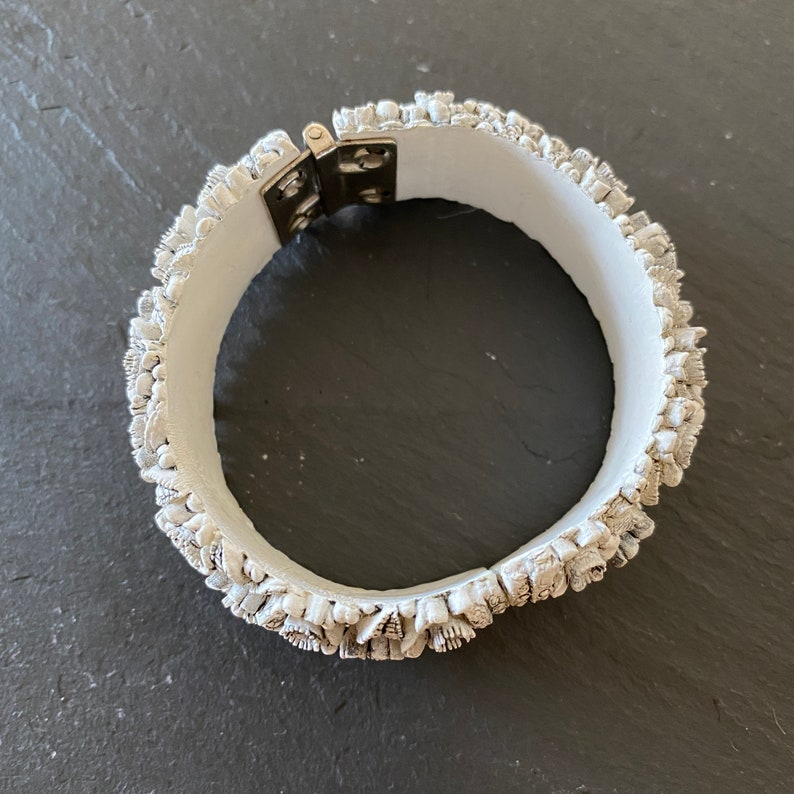 1950s White Gray Celluloid Floral Cuff Bracelet Retro Vintage Pin Up Rockabilly Early Plastic Pretty Gift For Her Mid Century Jewelry