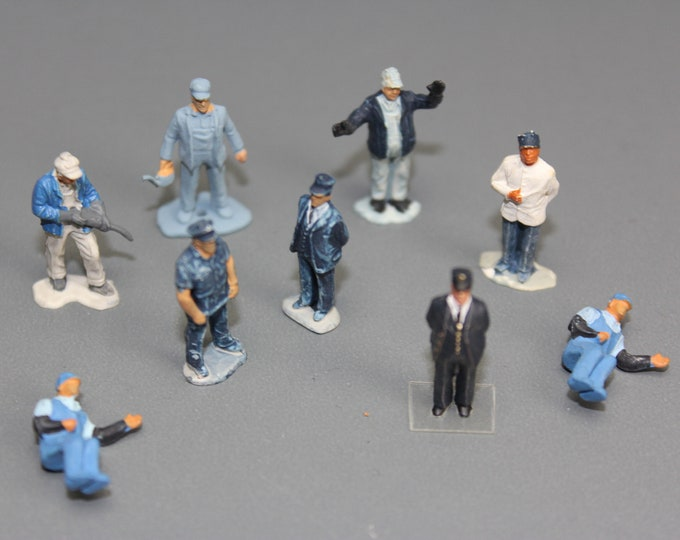 Ho Scale Painted People ready to be placed on your Model Railroad Layout (9 pcs.)