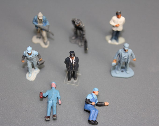 Ho Scale Painted People ready to be placed on your Model Railroad Layout (8 pcs.)
