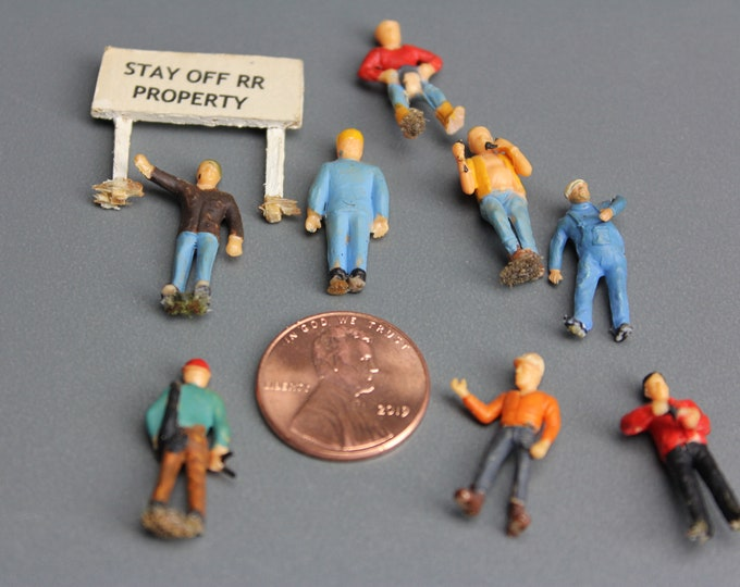 HO Scale Finished Models of 8 Different Painted Figures for your Model Train Hobby