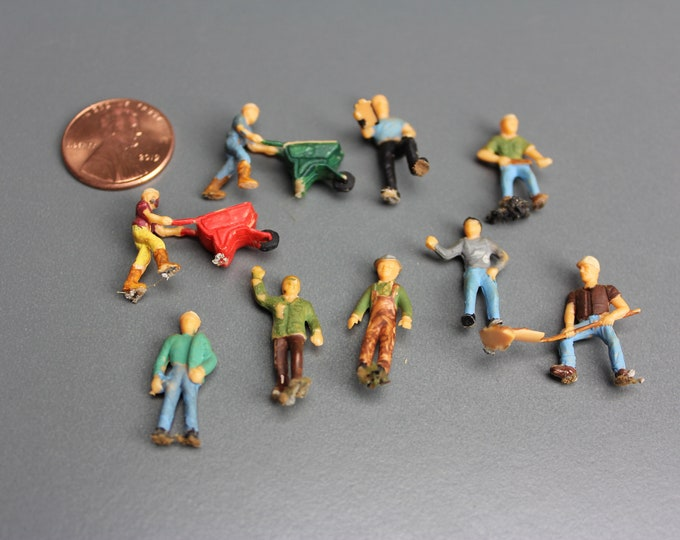 HO Scale Finished Models of 9 Different Painted Figures for your Model Train Hobby