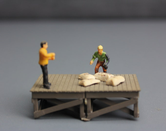 HO Scale Finished Model Stand with 2 figures for your Model Train Hobby