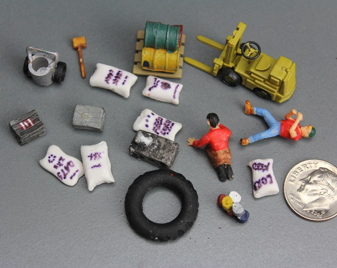 HO Scale Scenery Tires Bags Crates Forklift and 2 Figures