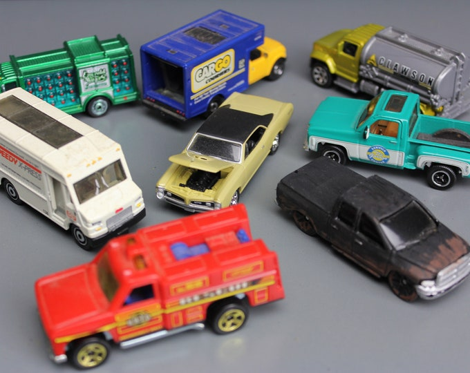 Vintage HO Scale Truck and Cars for your Train set (8 Pcs.)