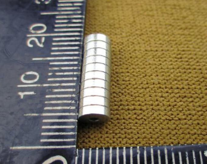 """MagnaKoys® Powerful 5mm x 1.5mm (aprox. 3/16"""" x 1/16"""") Tiny Disc Round Magnets Crafts Hobbies"""