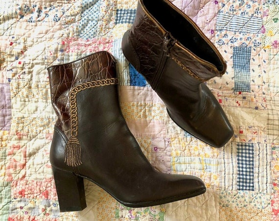 1980's 80's Ankle Brown Booties Booties Heels Crocodile Italian Made Sesto Meucci Embroidered Chain Trompe Loeil High Fashion Size 9-9.5