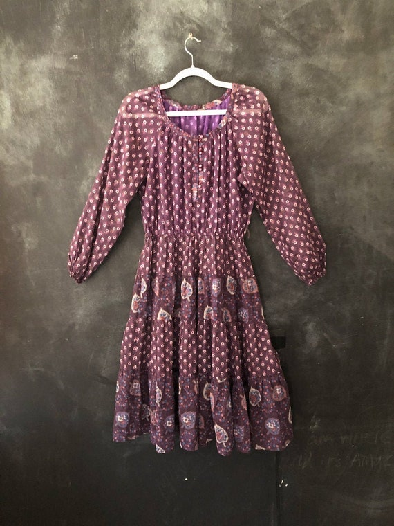 1970's Purple Floral Print Peasant Dress Woven Cot