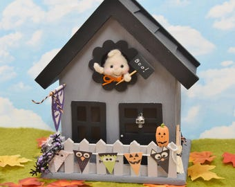 """Wooden """"Trick Or Treat"""" Haunted House With Ghost!.............Free Shipping In The U.S."""