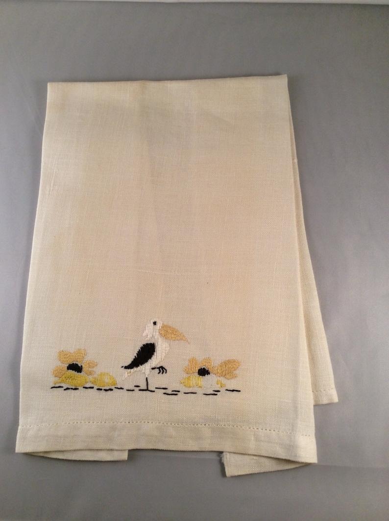 Vintage Embroidered Linen Bird /& Flower Pattern