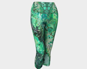 "Yoga Capri Leggings ""Ruby Malachite 2"" Pattern 953a, Green, Black, Red Wearable art"