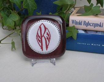 Vintage embroidered monogram R paperweight, burgundy color, unisex gift, office gift, desk decor