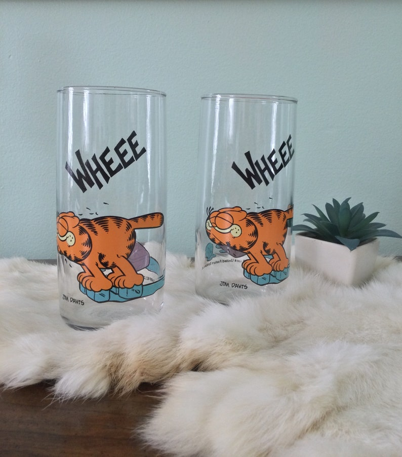 #1206 United Feature Syndicate - Jim Davis \u201cWHEEE GARFIELD Vintage Anchor Hocking Glassware \u00a91978 On Ice Cubes\u201d- Set of Two 2 Inc