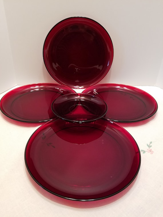 Ruby Red Arcoroc Glass Dinner Plates and Saucer - Vintage Glass - 5 Piece  Set
