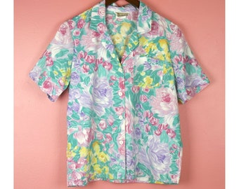 83d107990b70 Late 80s Early 90s Vintage Short Sleeve 50 50 Pastel Floral Button Up  Blouse - Size Medium