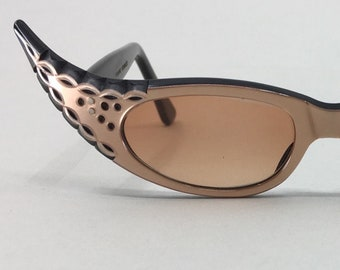 bdd473435c39 Beautfully carved 1950s winged cat eye sunglasses, France, taupe & black,  wide and dramatic