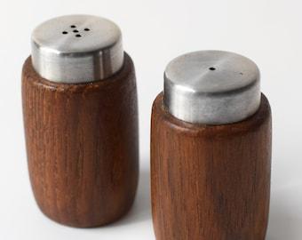 Scandinavian Salt Pepper Shaker Set