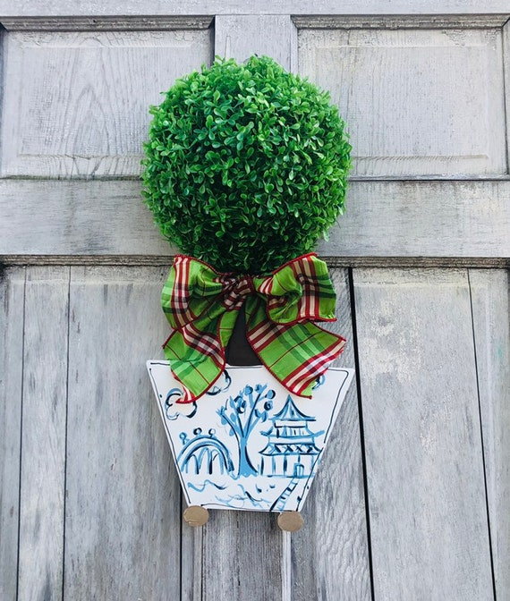 Boxwood Topiary door hanger, Door hanger with chinosorie pot, 3-D boxwood door sign, topiary door hanger, chinoisorie chic