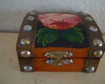Vintage Shabby Chic Small Box with Flower and Metal