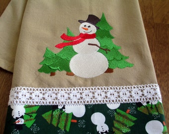 Embroidered Kitchen Floursack Fingertip Tea Towel Frosty Snowman Finds a Tree or 3 FREE Shipping
