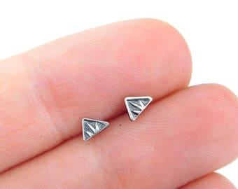 petit triangle stud boucles d'oreilles - Argent - Boucles d'oreilles triangle - minimaliste