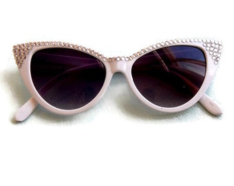 White Cat Eye Sunglasses with Rhinestones, Retro Sunglasses, Cateye Sunglasses, Unique Sunglasses, 50s Sunglasses, Embellished Sunglasses