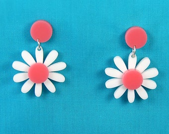 Retro Daisy Acrylic Dangle Earrings  - Vintage Pink and White Plastic Flower Drop Earrings - Rockabilly Mod Pinup Nickel Free Jewelry