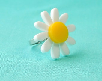 Laser Cut Daisy Adjustable Ring, Yellow and White Acrylic Flower Plastic Jewelry Statement Ring, Vintage Inspired 50s 60s Retro Pinup Ring