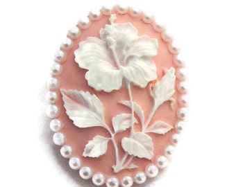 Pink and White Flower Brooch, Women's Hibiscus Cameo Vintage Style Pin, Retro Rockabilly Pin Up Hawaiian Flower, Floral Gift for Her