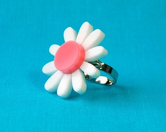 Laser Cut Daisy Adjustable Ring - Acrylic Flower Jewelry Statement Ring - Vintage Inspired 50s 60s Retro Pinup Ring Plastic Jewelry
