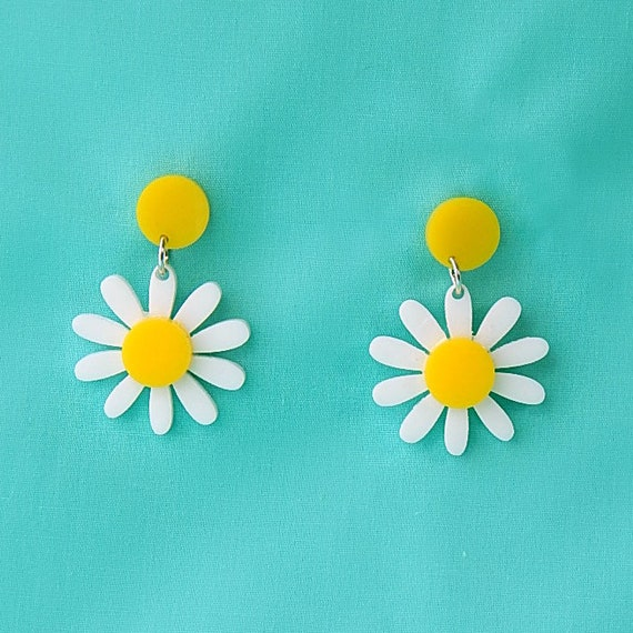 Retro Daisy Acrylic Dangle Earrings   Vintage Yellow And White Plastic Flower Drop Earrings   Rockabilly Mod Pinup Nickel Free Jewelry by Etsy