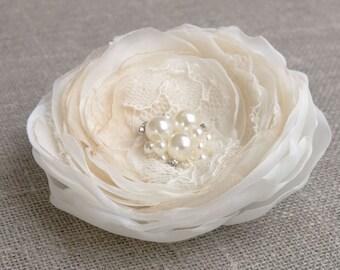 Bridal hair flower, Ivory champagne bridal hair clip, Wedding hair accessories, Bridal headpiece