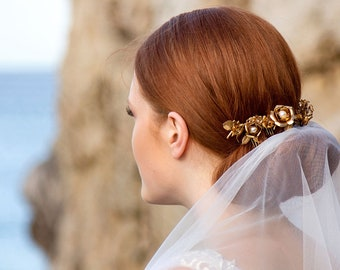 Gold hair vine - Gold roses hair comb - Wedding headpiece - Gold bridal headpiece - Pearl and gold hairpiece