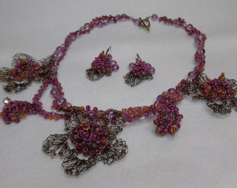 Woman's Fushia & Peach Crochet Wire Bead Necklace
